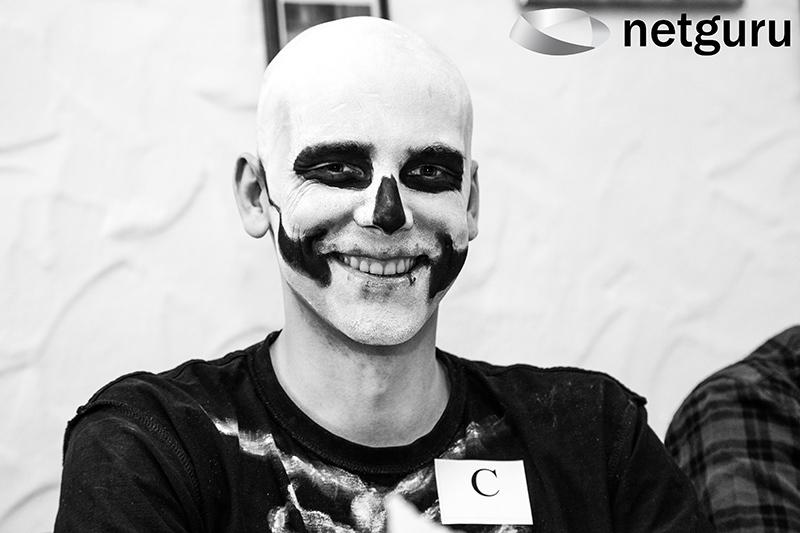 1425999574 1414619327 ng halloween skeleton